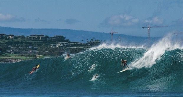 Kräne im Hintergrund eines Surfspots verheißen normalerweise nichts Gutes - Foto: Timo