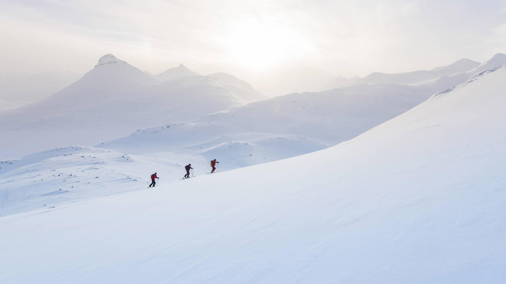 slitboarding-hiking-snowboard