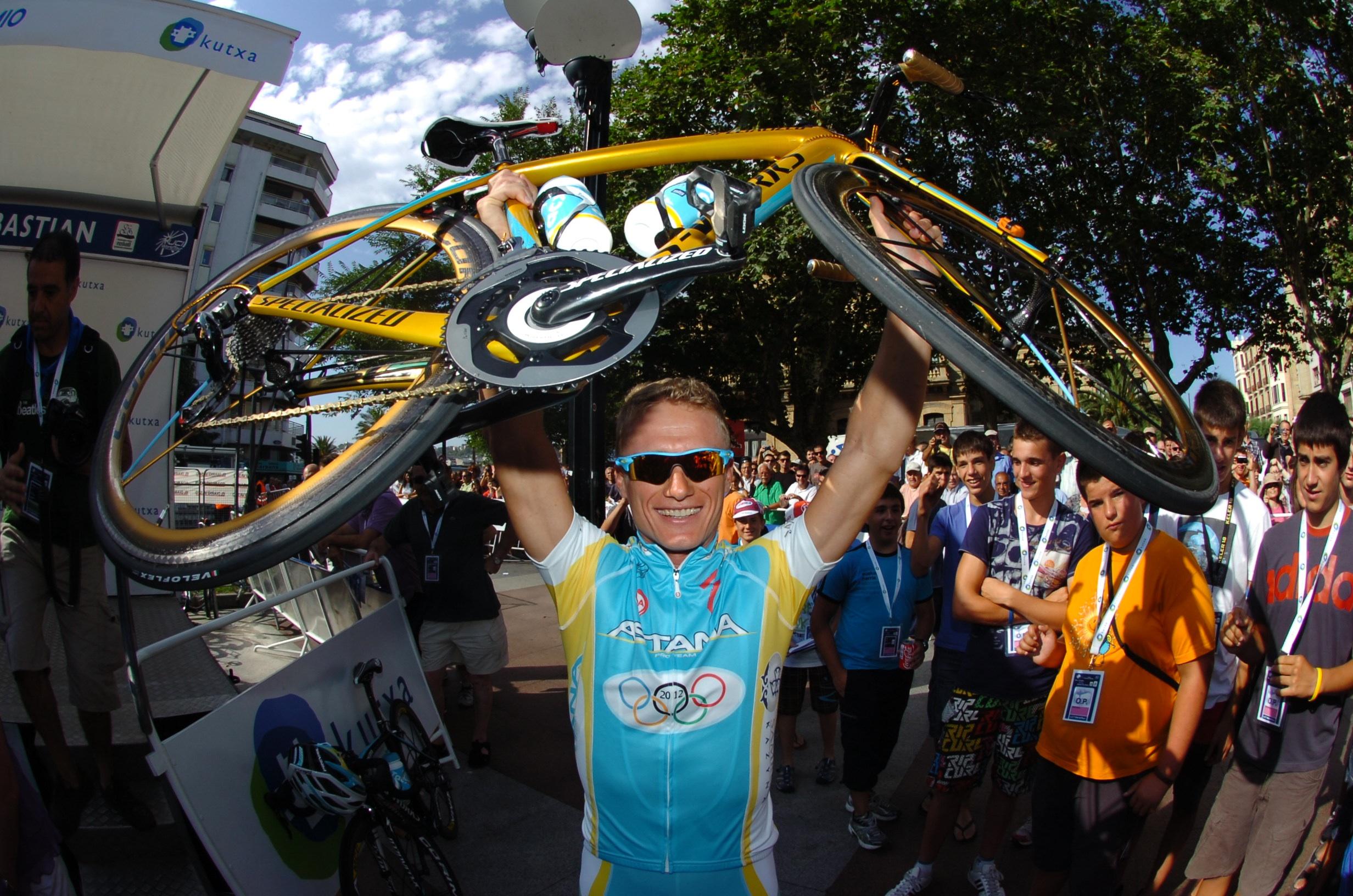 Alexandr Vinokourov suspendiert vorsorglich das Astana Pro Continental-Team.