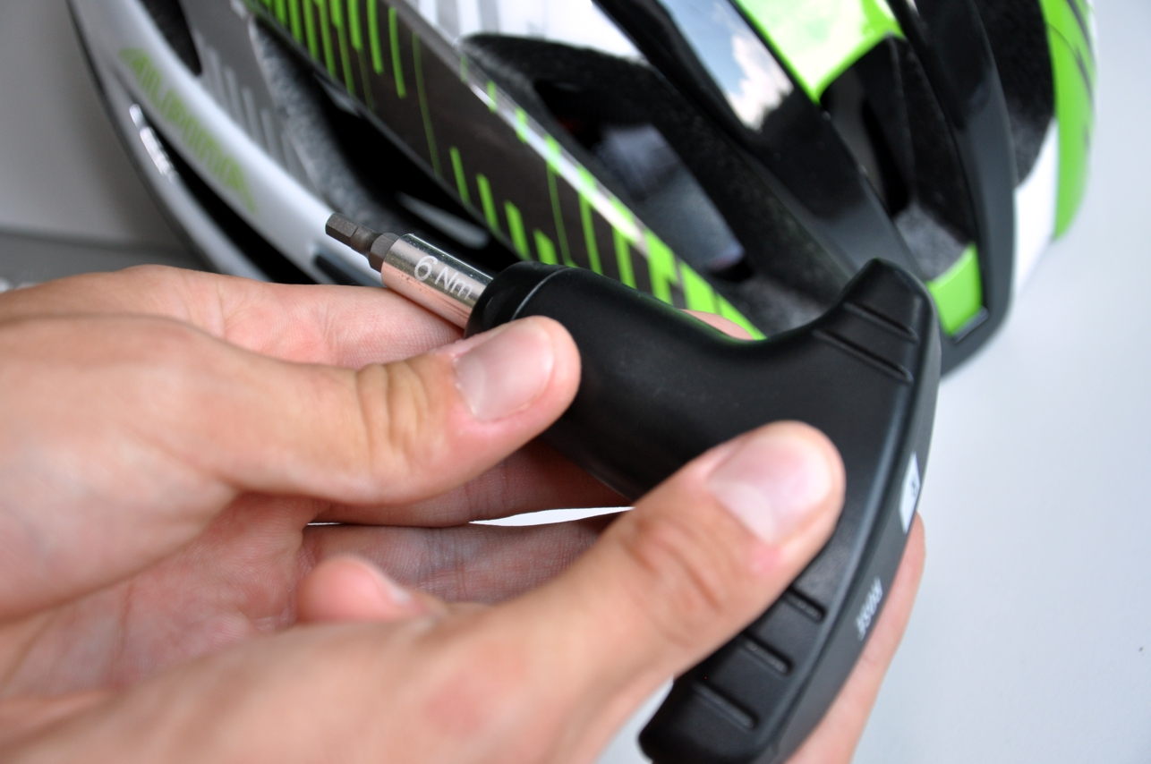 Wenn eine Schraube mal etwas schwerer zugänglich ist, kommt der 6Nm Drehmomentschlüssel zum Einsatz.