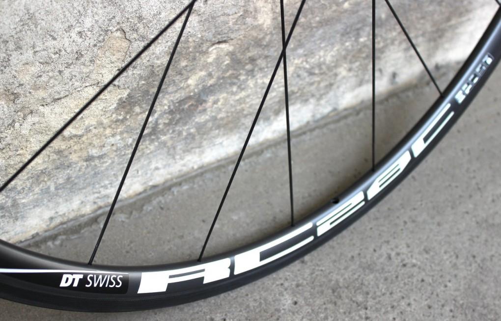 Der DT Swiss RC28 Spline C Carbon-Laufradsatz ist in drei Felgenhöhen erhältlich: 28, 38 und 55mm.