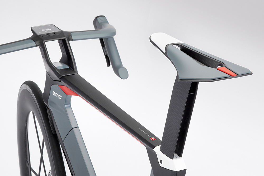 The new modular concept provides the choice of internal gearbox or electric motor, and the down- and seat tube fairings would double as batteries. The Twin Stem concept, visible up front, allows BMC to maintain handling stiffness while improving aerodynamics. The twin struts are thinner than a single, fat stem. Photo: BMC