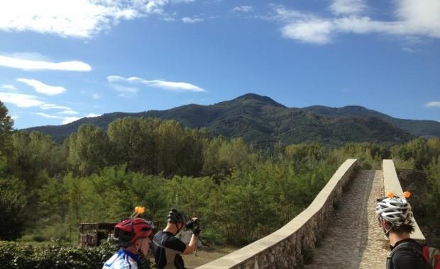 Blauer Himmel und Wärme – Es liegt auf der Hand, warum Girona das Zuhause von zahlreichen Profi-Radsportlern ist. (Foto: Jon Morgan)