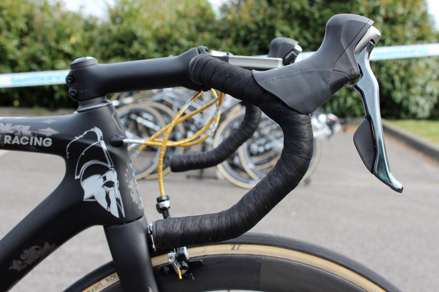Keine extra Schicht Lenkerband und auch keine Geleinlagen. Cancellara baut auch auf die mechanische Dura-Ace-Gruppe von Shimano.