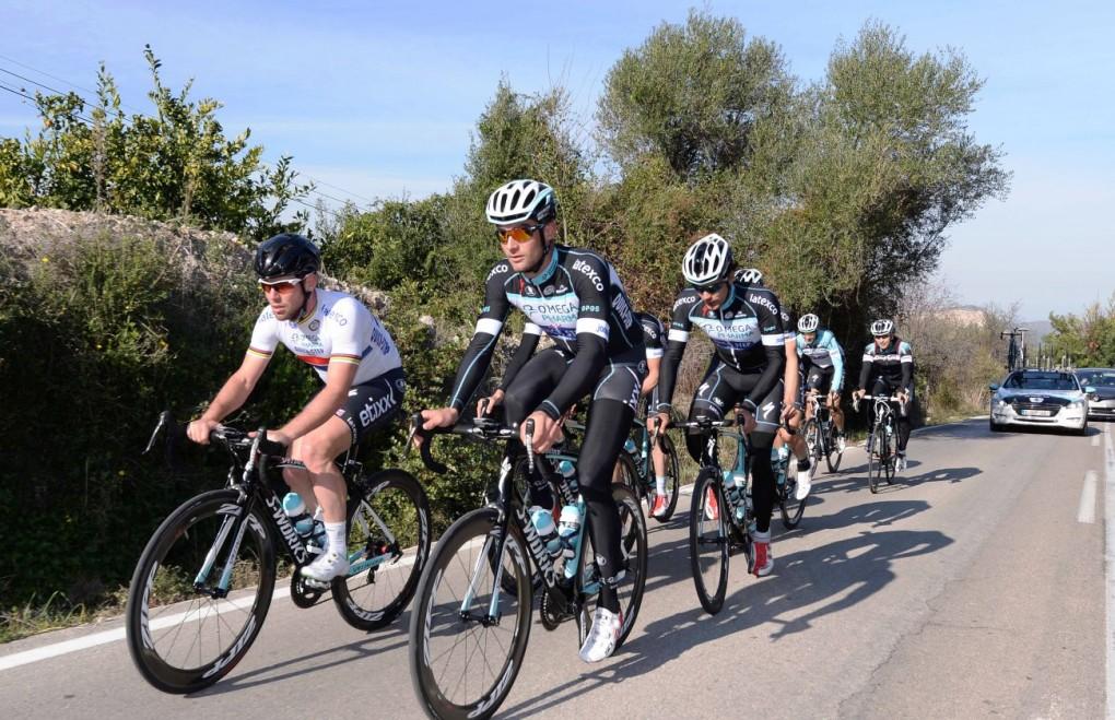 Radsport-Profis, wie die Jungs von Omega Pharma-Quickstep, findet man im Winter oft im Trainingslager wieder. Ellingworth glaubt das Trainingscamps auch für Amateur-Fahrer sehr nützlich sein können. (Foto: Tim de Waele/Omega Pharma-Quickstep)