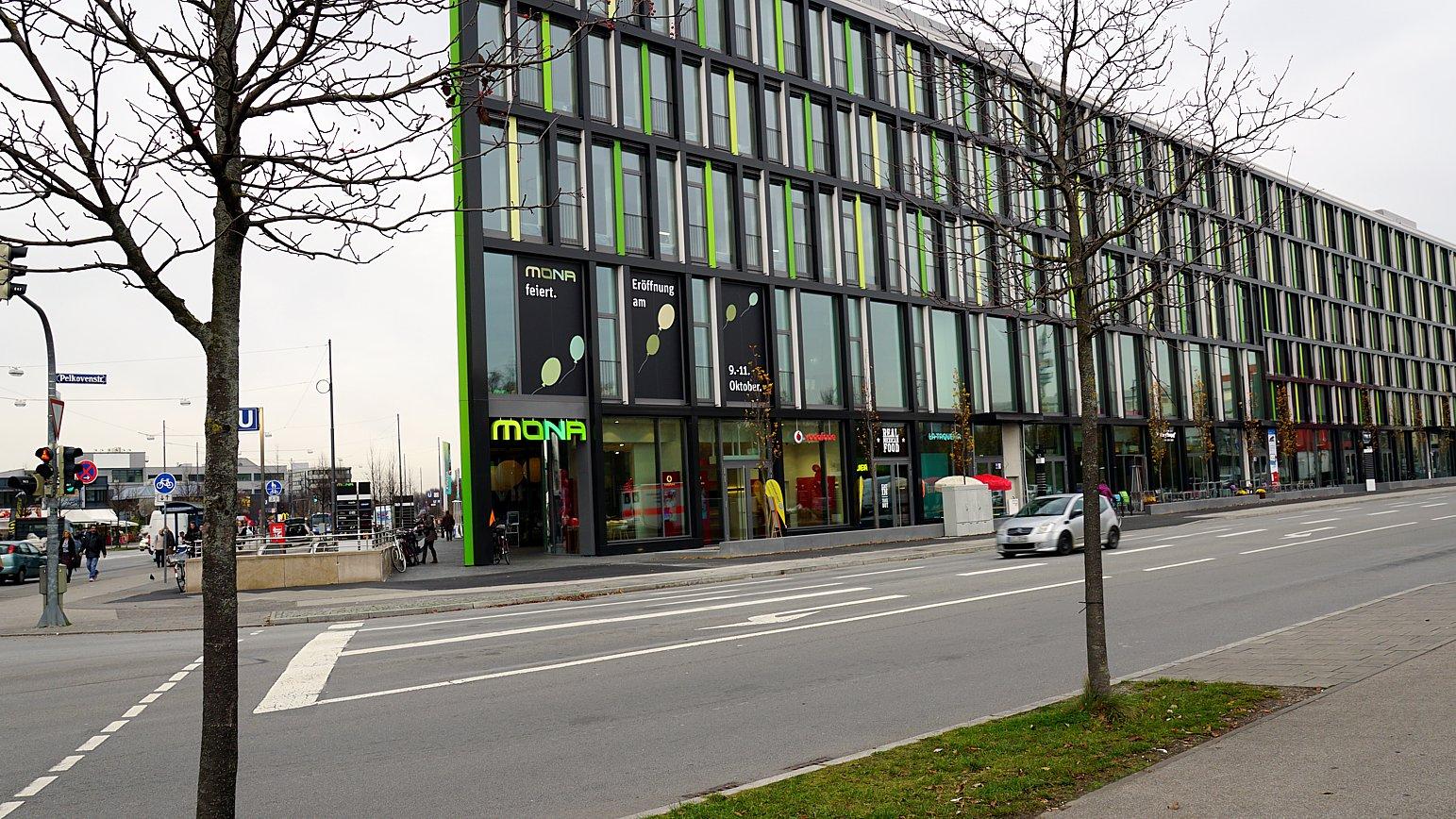 Das neue Mona-Einkaufszentrum neben dem bekannten Olympia Einkaufszentrum (OEZ) wurde erst im Oktober 2014 eröffnet.