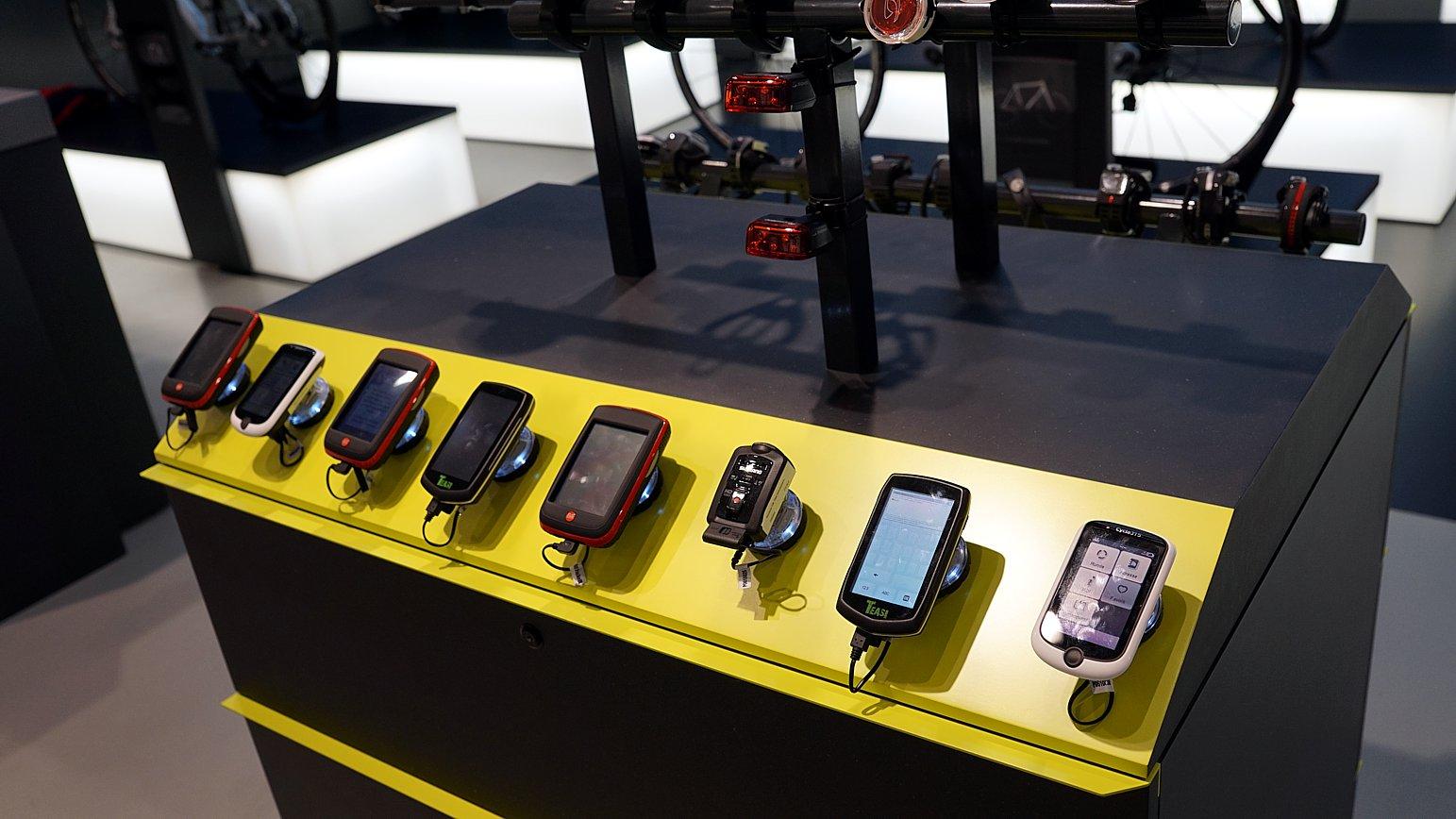 Gängige Radcomputer und Uhren runden das Angebot ab.