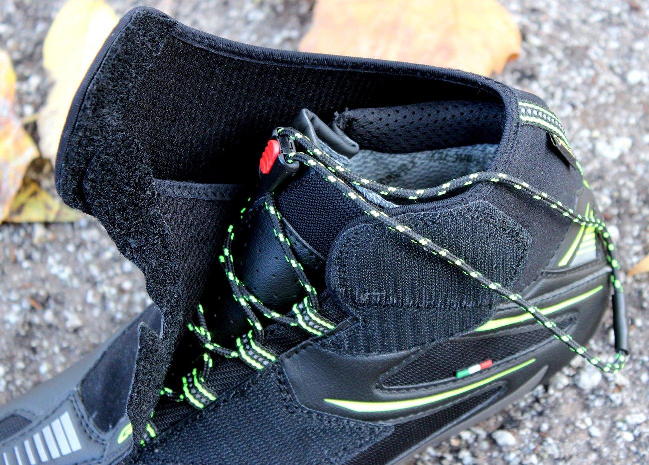 Die Gaerne G.Winter Gore-Tex Road-Schuhe haben eine Neopren-Lasche.