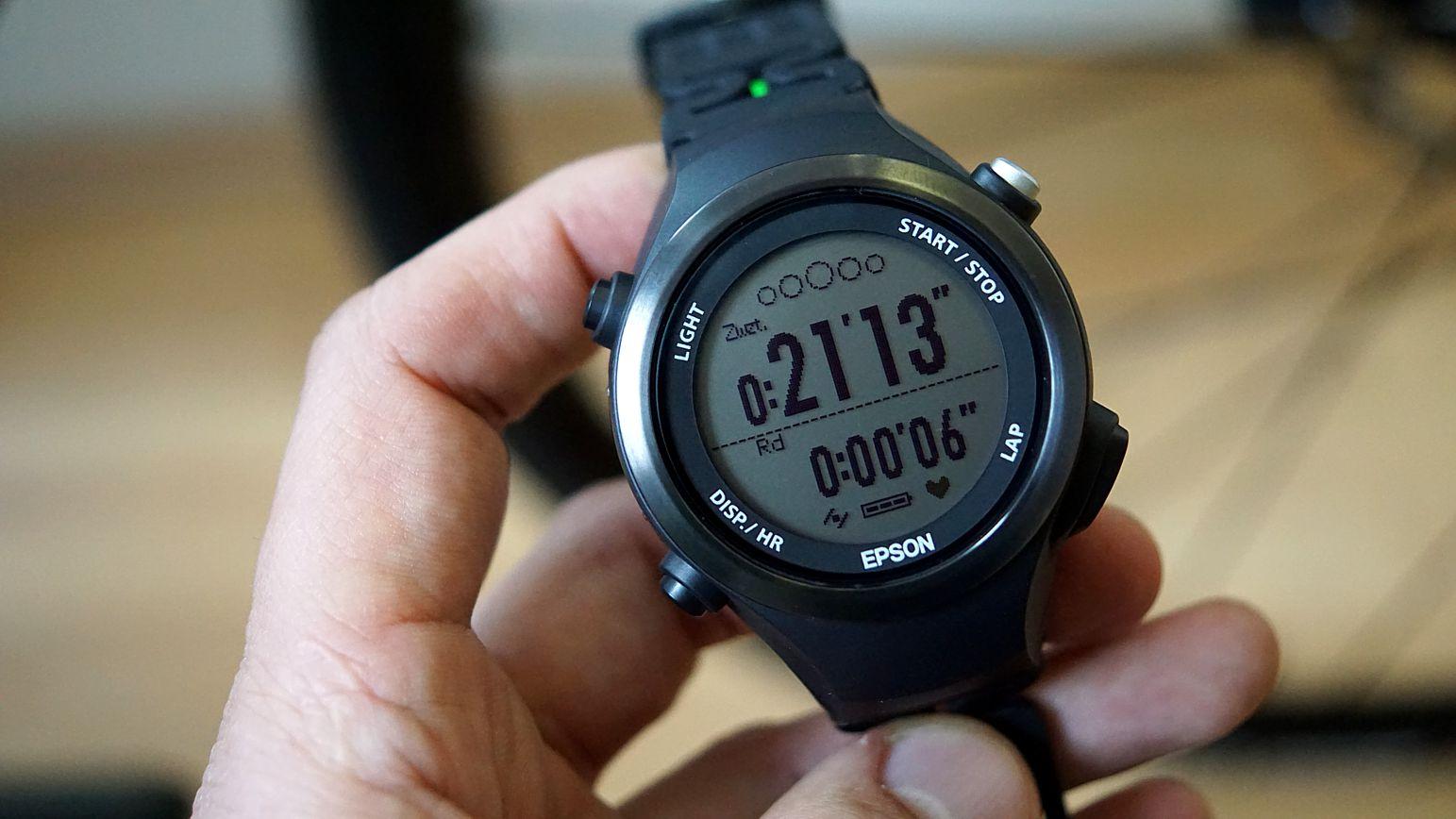 Epson SF 810 Runsense Sportuhr mit GPS und optischem Herzfrequenzsensor.