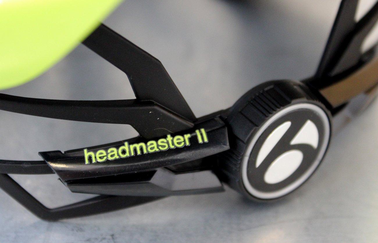 Jede Helmmarke hat ihr eigenes Verschlussystem, aber alle arbeiten ungefähr auf die selbe Weise.
