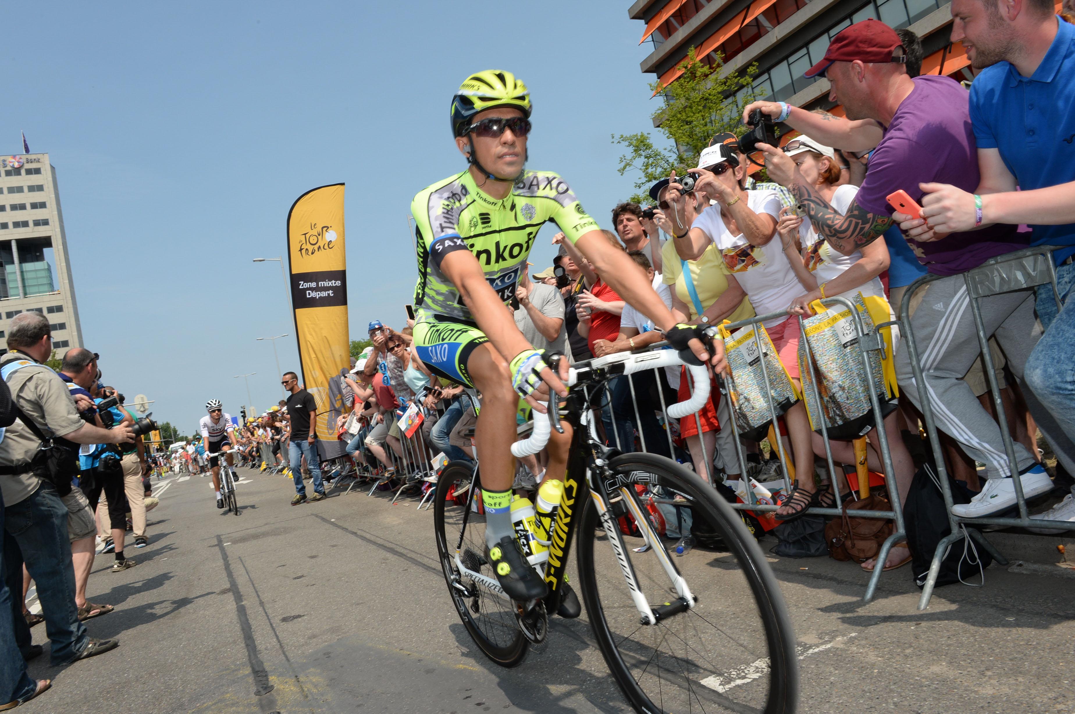 Alberto Contador vor der 2. Etappe der Tour.