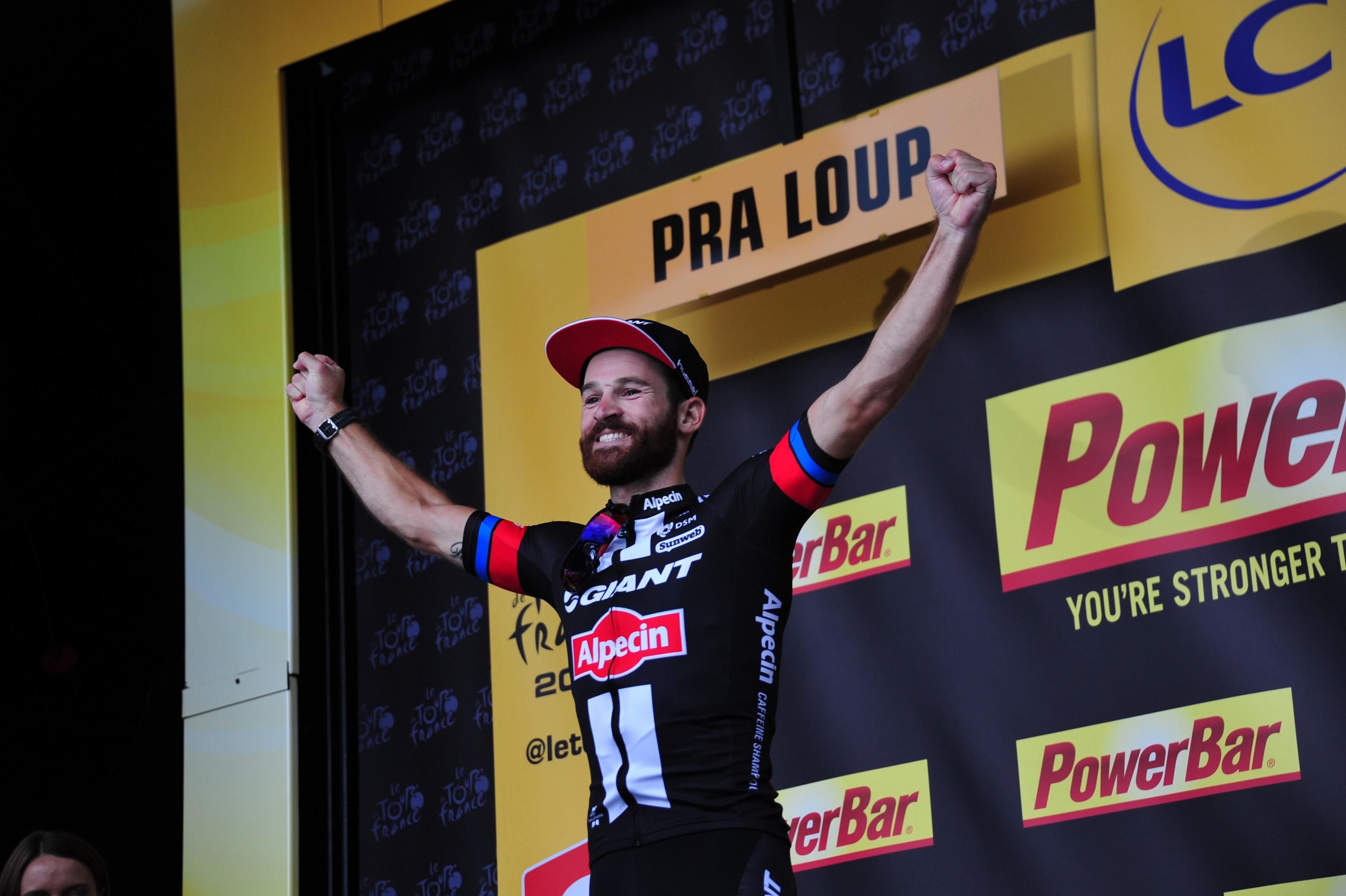 Simon Geschke gewinnt die 17. Etappe der Tour de France 2015. (pic: Sirotti)