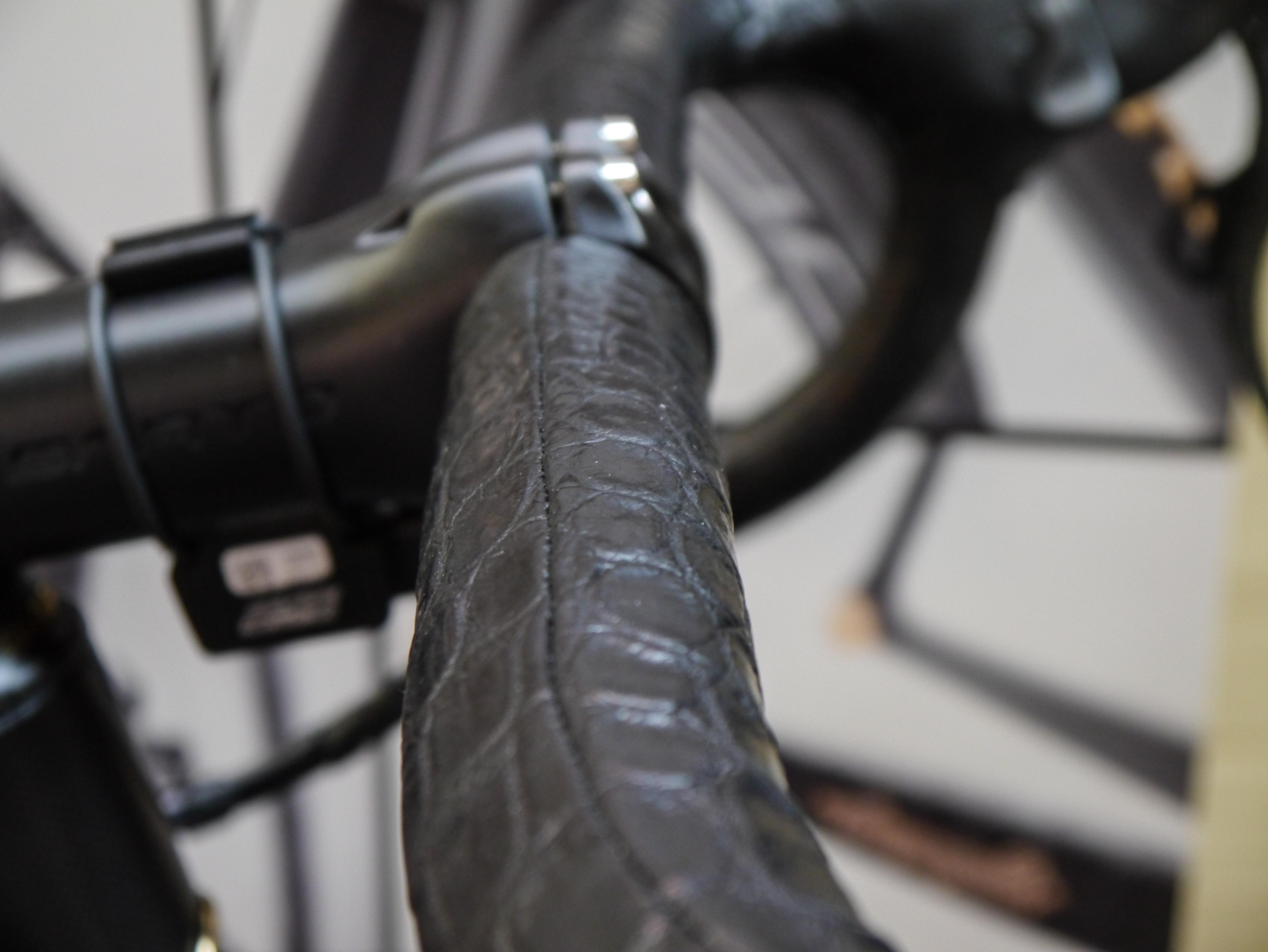 Lenkerband im Kroko-Look? Wenn man sein Fahrrad selbst aufbaut, kann man es wirklich individuell ausstatten!