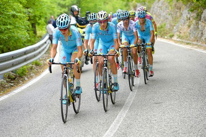UCI-World-Tour-2016 - Rating aller 18 Team-Trikots: Platz 8 (3,5/5) – Astana (Foto: Sirotti)