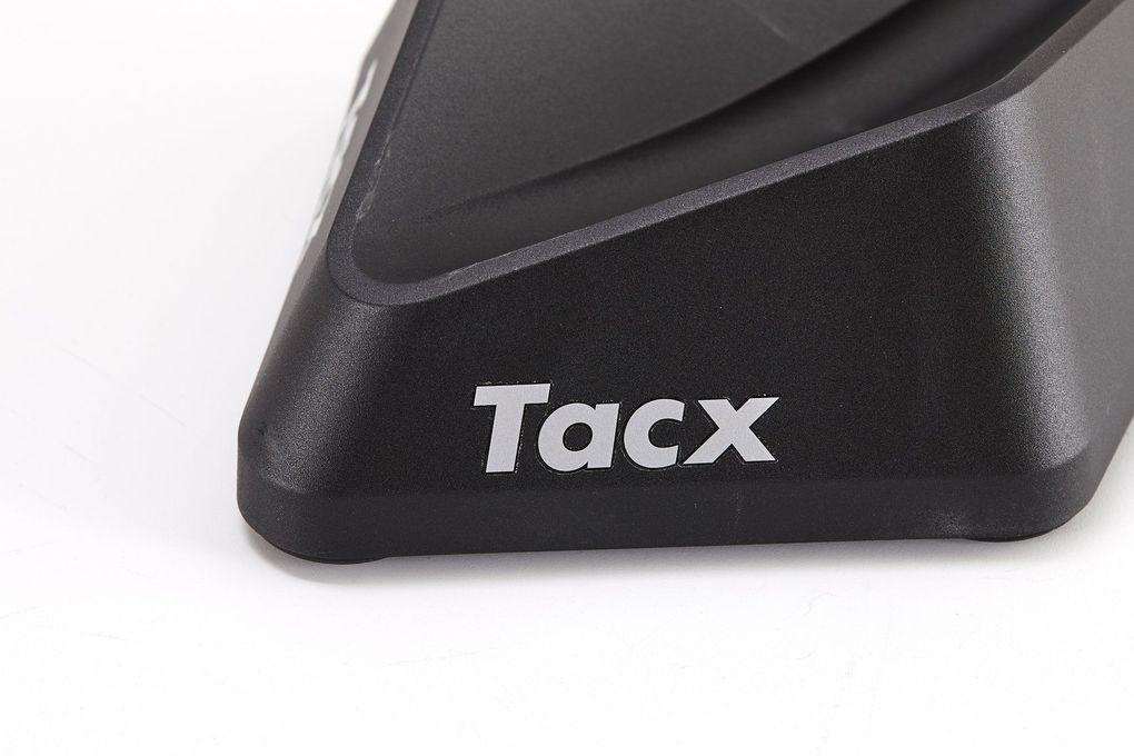 Tacx Neo Smart – der neue Indoor-Trainer aus den Niederlanden: Vorderradstütze