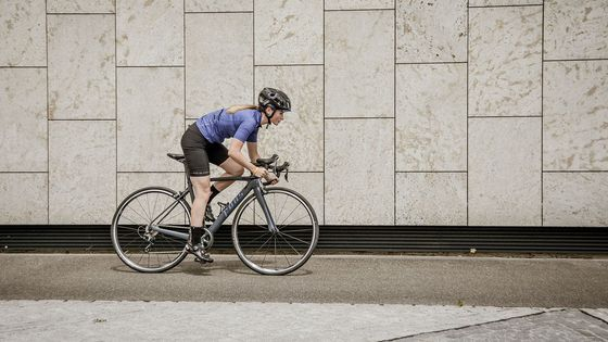 Nackenschmerzen beim Rennradfahren: Was tun?