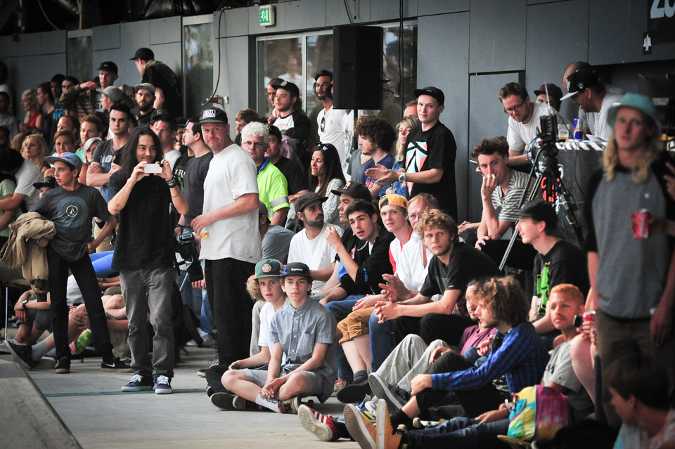 32 Crowed