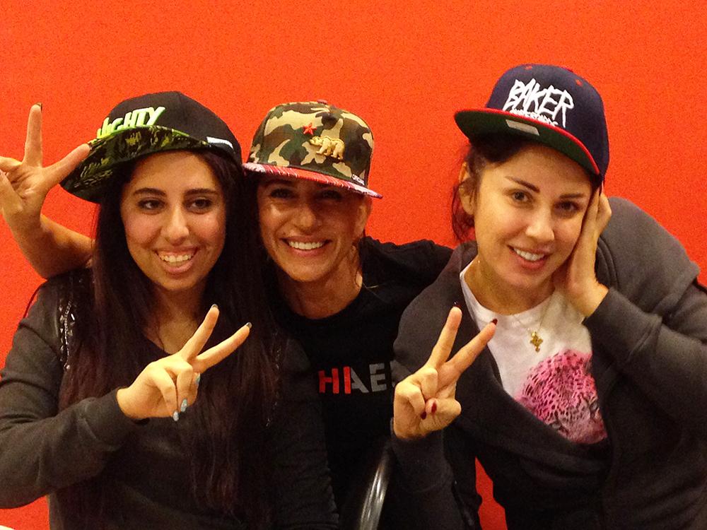 Rita Bayoud (Mitte) und Freundinnen