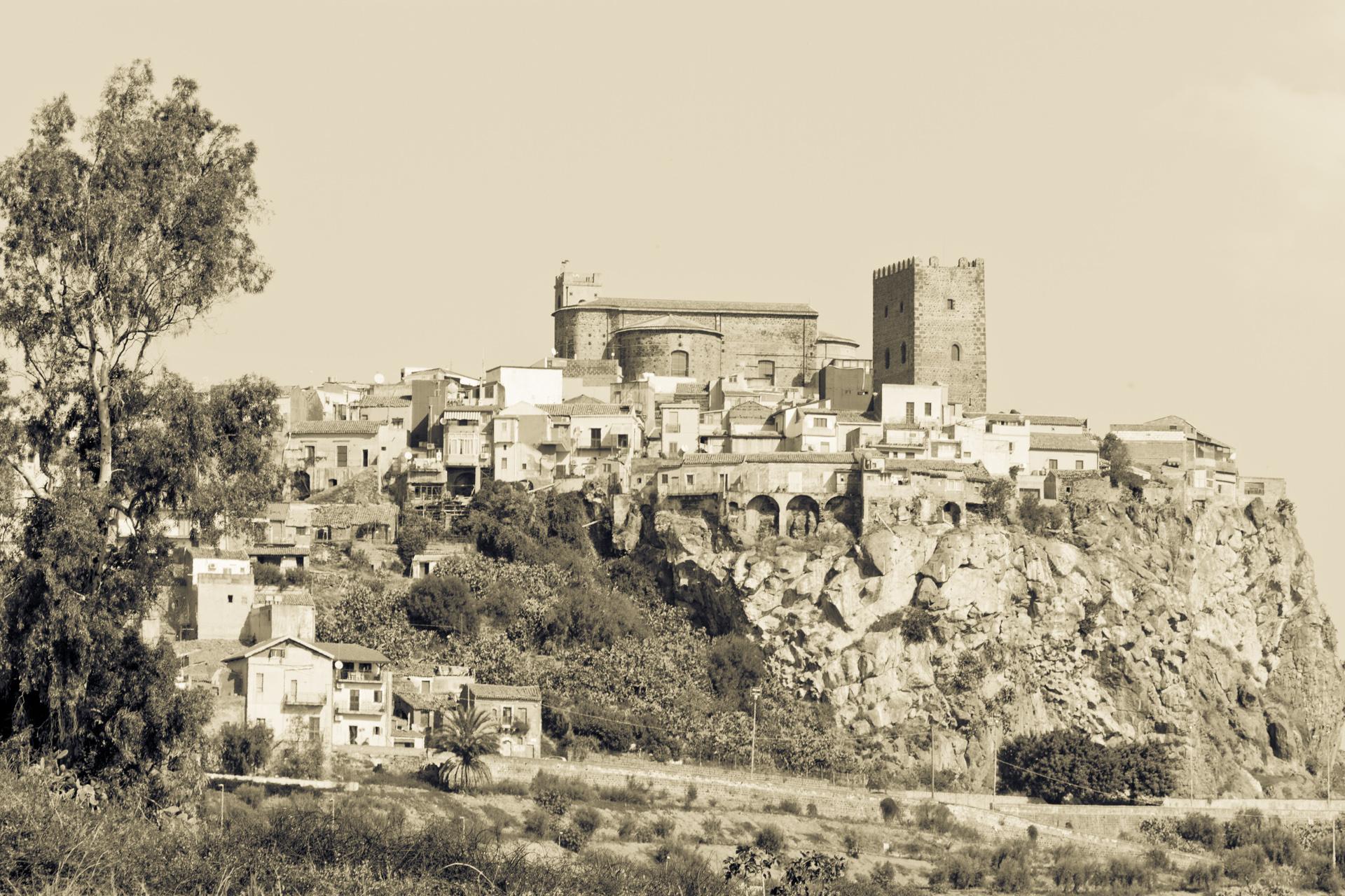 Nixon-HappyF*kngTrip-Sicily_22