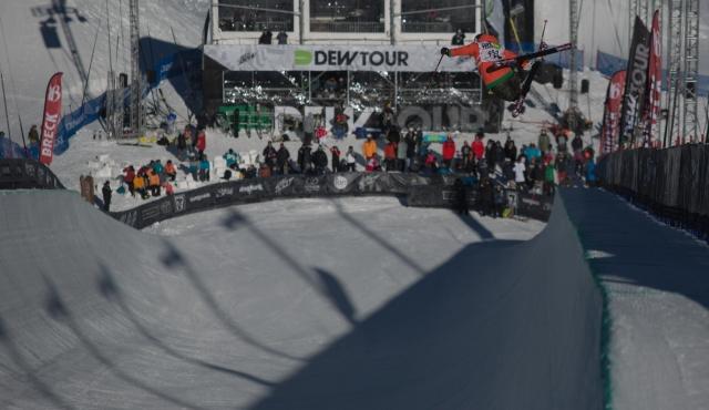 devin_logan_womens_ski_pipe_qualifying_ion_mountain_championships-1