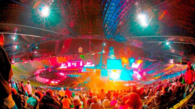 Auch die dritte Auflage des Nokia Air & Style in München ist wieder ein durchschlagender Erfolg. Jared Leto 30 Seconds to Mars, The Hives und Sean Paul bringen die Masse zum Toben und das Münchner Olympiastadion zum Beben.