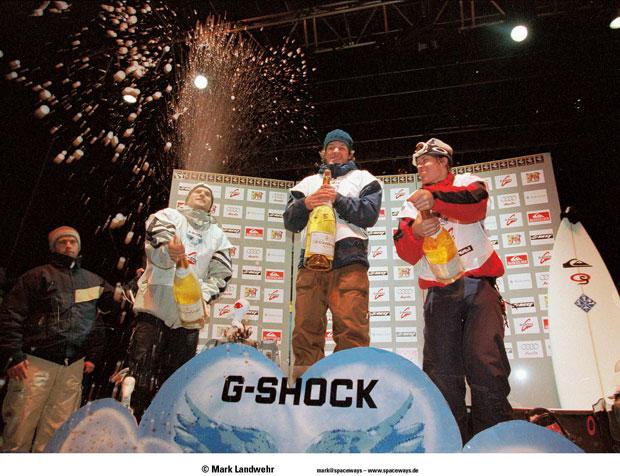 Bei ausgelassener bester Stimmung feiern die Gewinner auch beim G-Shock Air & Style Snowboard Contest 1998 ihren Erfolg. 1998 gelingt es Ingemar Backman die gesamte Konkurrenz hinter sich lassen, gleichermaßen begeistert er Jury und Publikum.