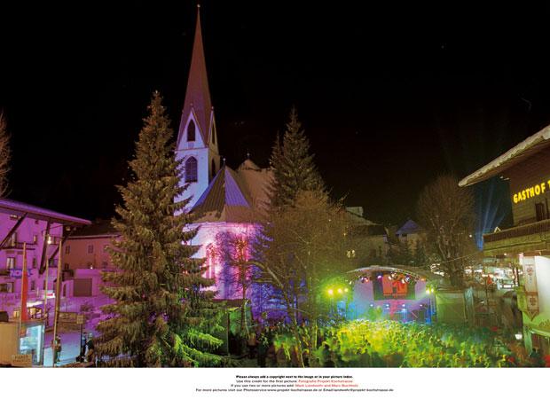 Nach einem tragischen Unglück beim siebten Air & Style Snowboard Contest 1999 wird das Konzept der Veranstaltung geändert und der Austragungsort nach Seefeld in Tirol verlegt. Aus dem In-City-Event wird ein dreitägiges Village-Festival mit verschiedenen Partys und Sideevents.