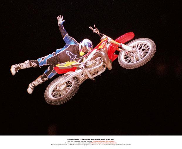 Erstmalig sind bei diesem Contest die Freestyle Motocrosser mit von der Partie. Als besonderes Highlight wird den Zuschauern der erste jemals auf Schnee gesprungene Backflip auf einem Motorrad präsentiert.
