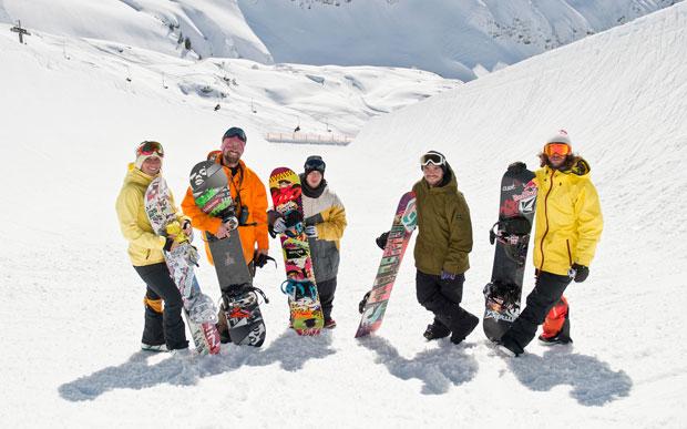 Top-Snowboarder bei der Eröffnung: Markus Keller, David Benedek, Ethan Morgan, Christoph Thoresen, Nicola Thost (v.r.n.l.)