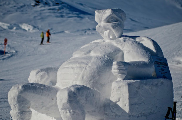 art_on_snow_aos2012_pm06_pic_05_snow_sculpture_artists_team_schneebild_96dpi@eignerphoto