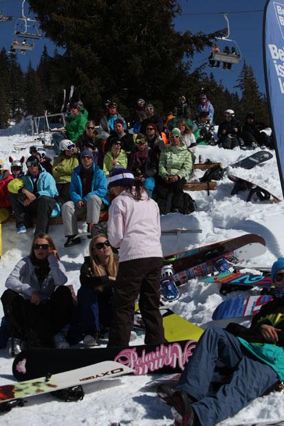 Die Crowd...
