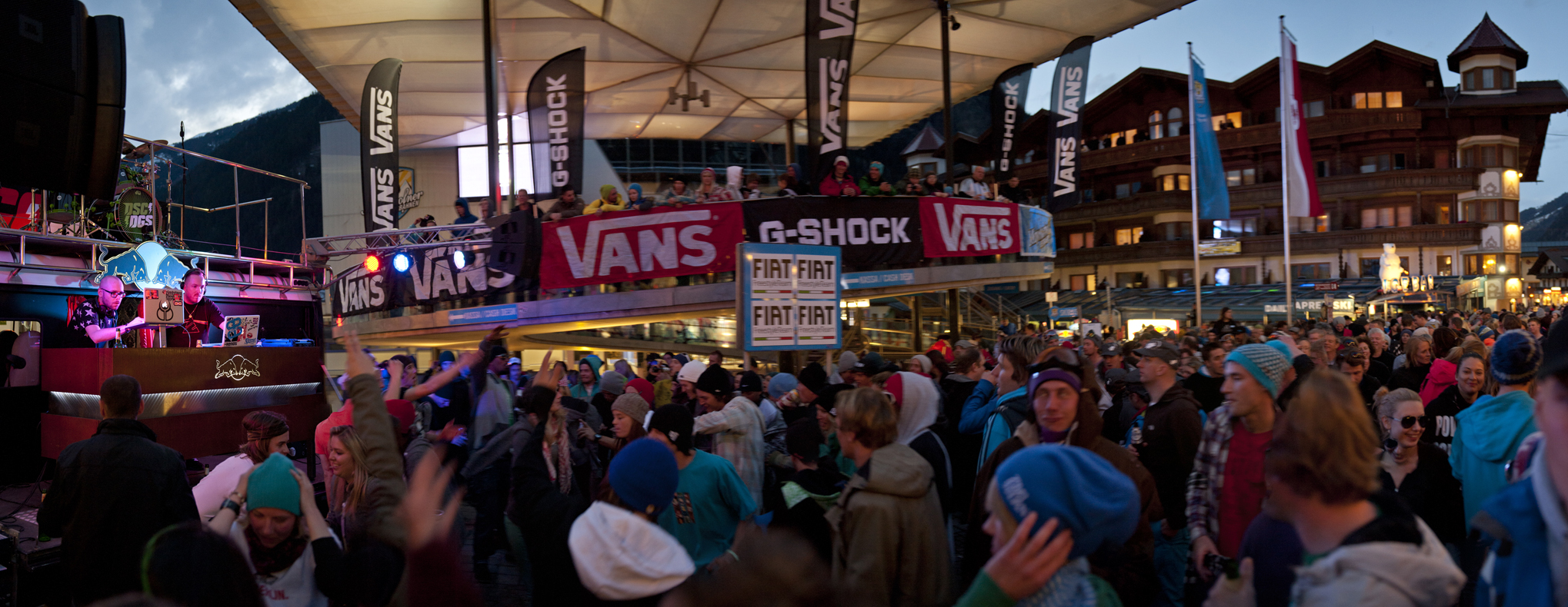 Streetparty  overview shot wax wreckaz
