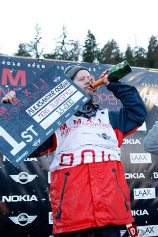 Alexander Ostreng geniesst den Sieg in vollen Zügen