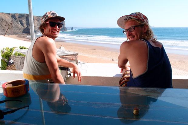 Felix und Björn genießen den Ausblick.