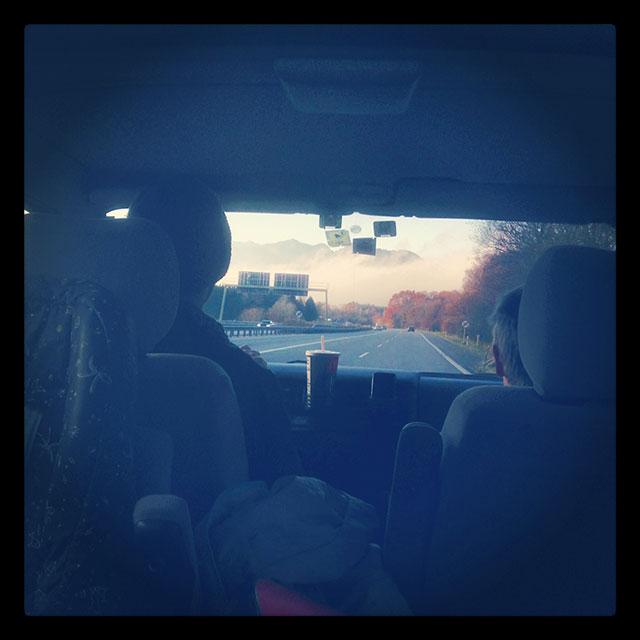 Das Ziel vor Augen: Während München im Dunkeln saß fuhren wir der Sonne entgegen!