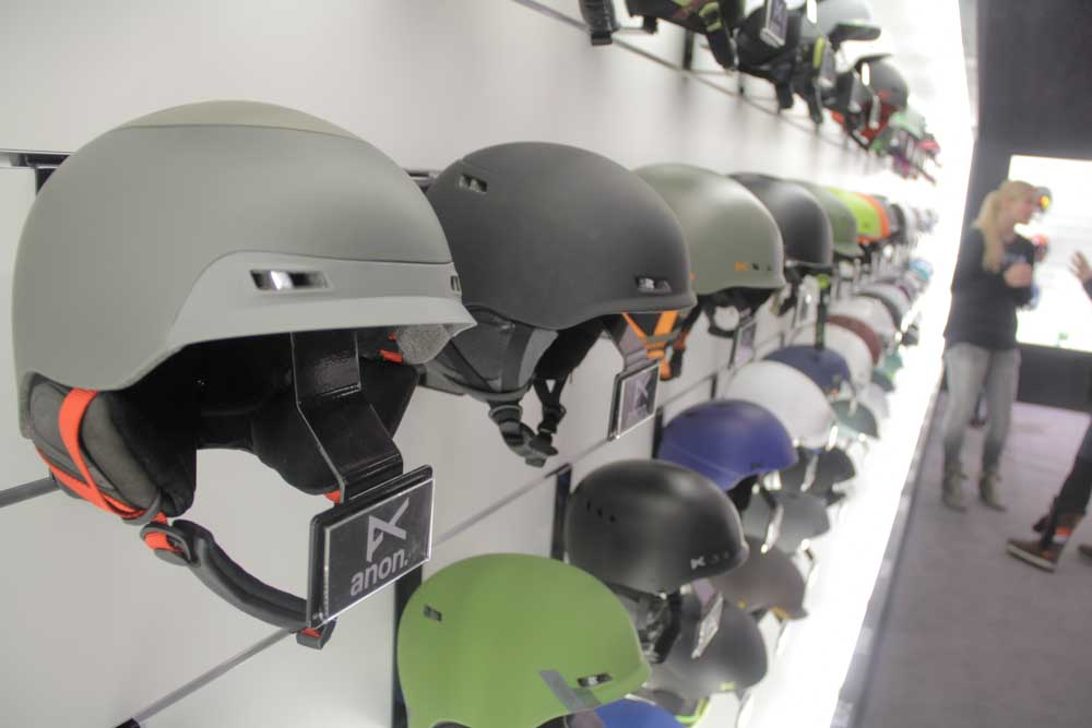 ...und die passenden Helme gibt's obendrein.