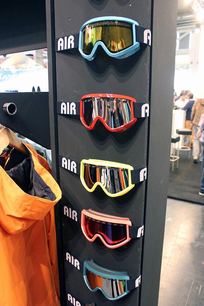 Ebenfalls Farbenfroh: die Airblaster Goggles für 2013/2014.