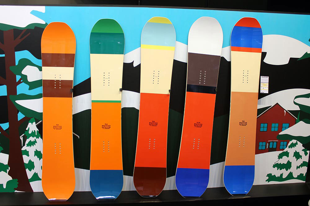 Bei Bataleon geht es 2013/14 farbenfroh zu - wie man an den Boards aus den Whatever Series sehen kann.