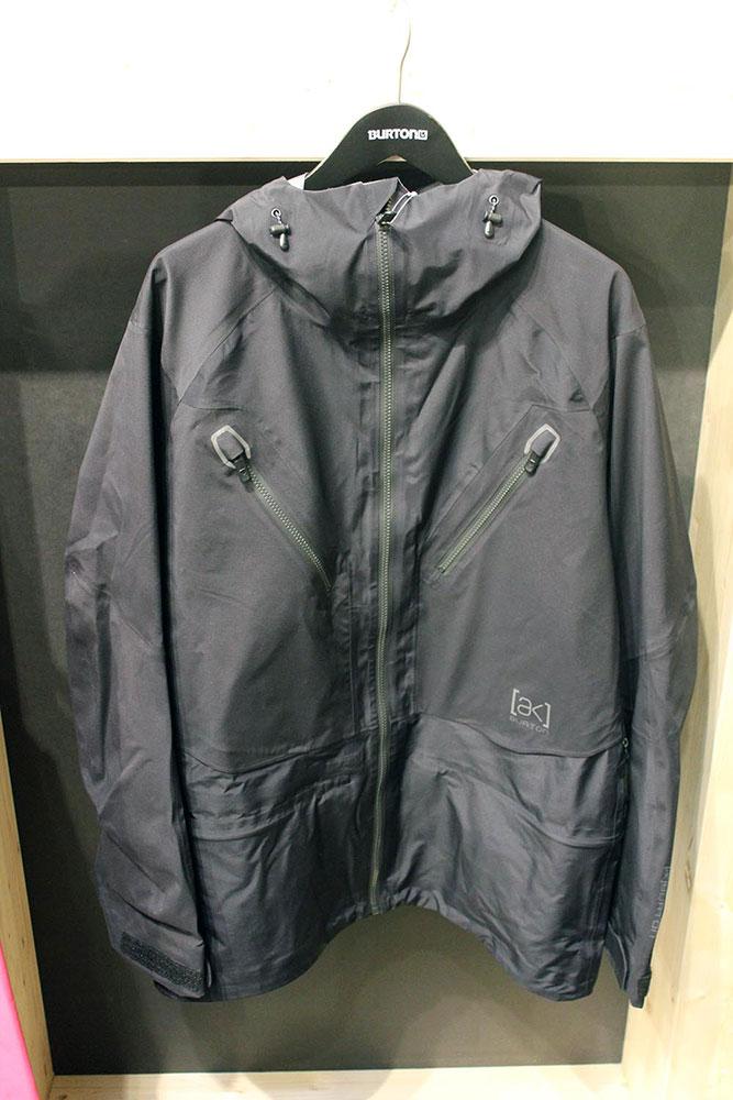 Das Freebird Jacket aus Burtons AK-Serie ist so leicht und so dünn wie eine Regenjacke, hält aber trotzdem bei jedem Wetter trocken und warm. Das hat seinen Preis: Die Jacke wird ab Herbst für 600 Euro in den Shops hängen.