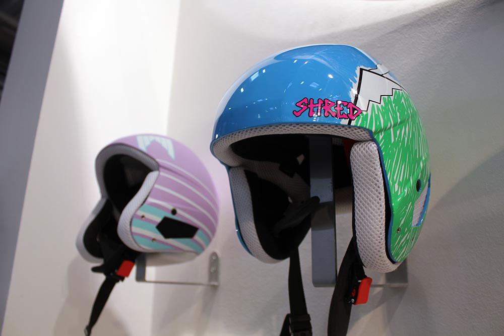Auch Helme hat Shred im Portfolio - hier zwei Modelle für die etwas jüngeren Rider.