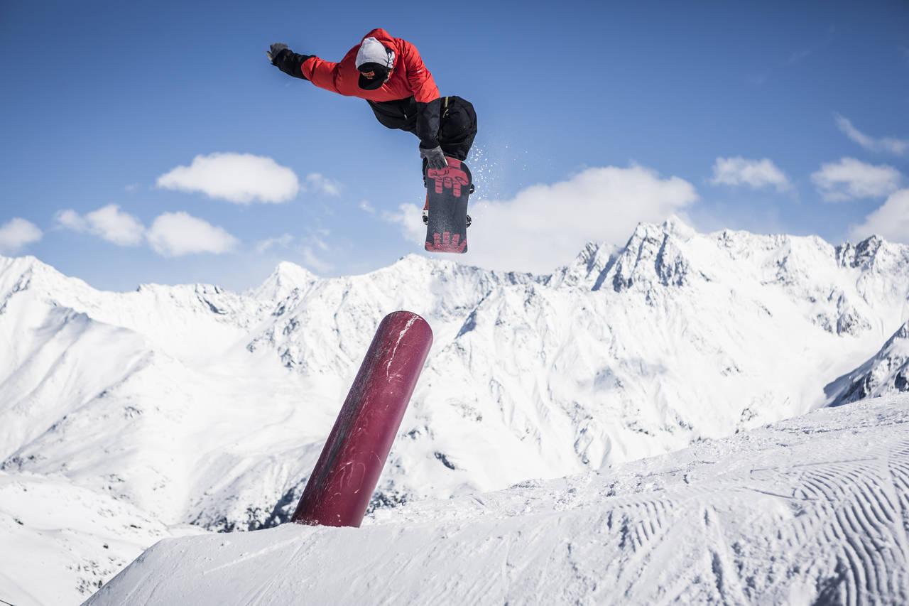 Fabian Fraidl gets twisted. Photo: Roland Haschka