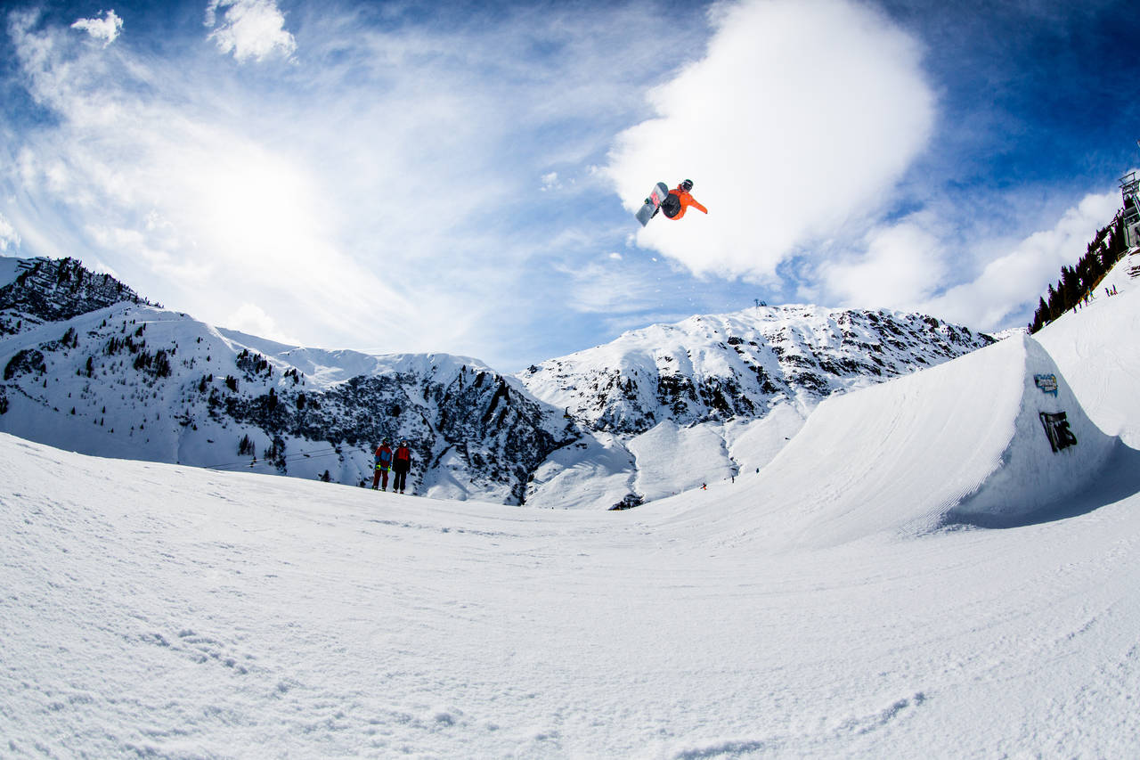 The two skiers had no idea Benny Moesl was gonna go that big. Photo: Patrick Steiner