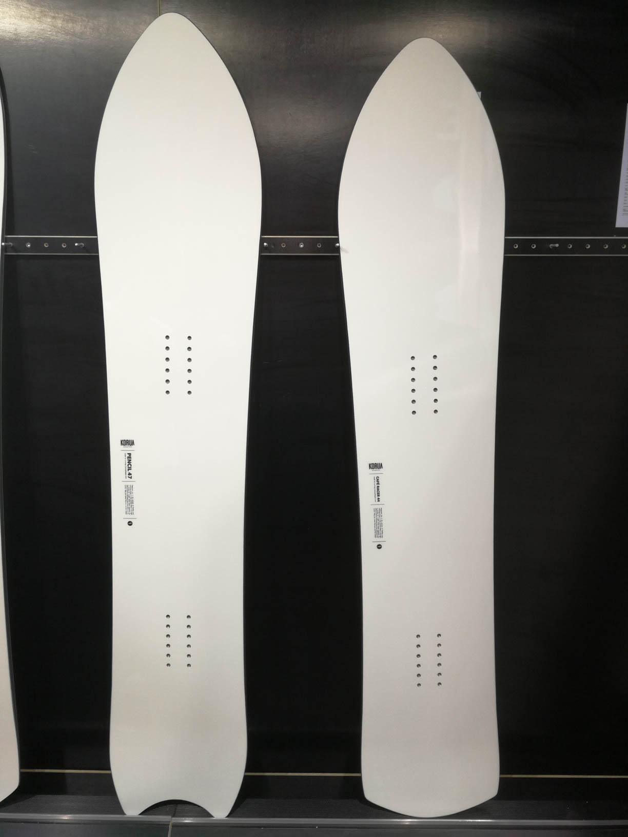 Korua Shapes 18/19: Pencil (rechts), Café Racer (links)