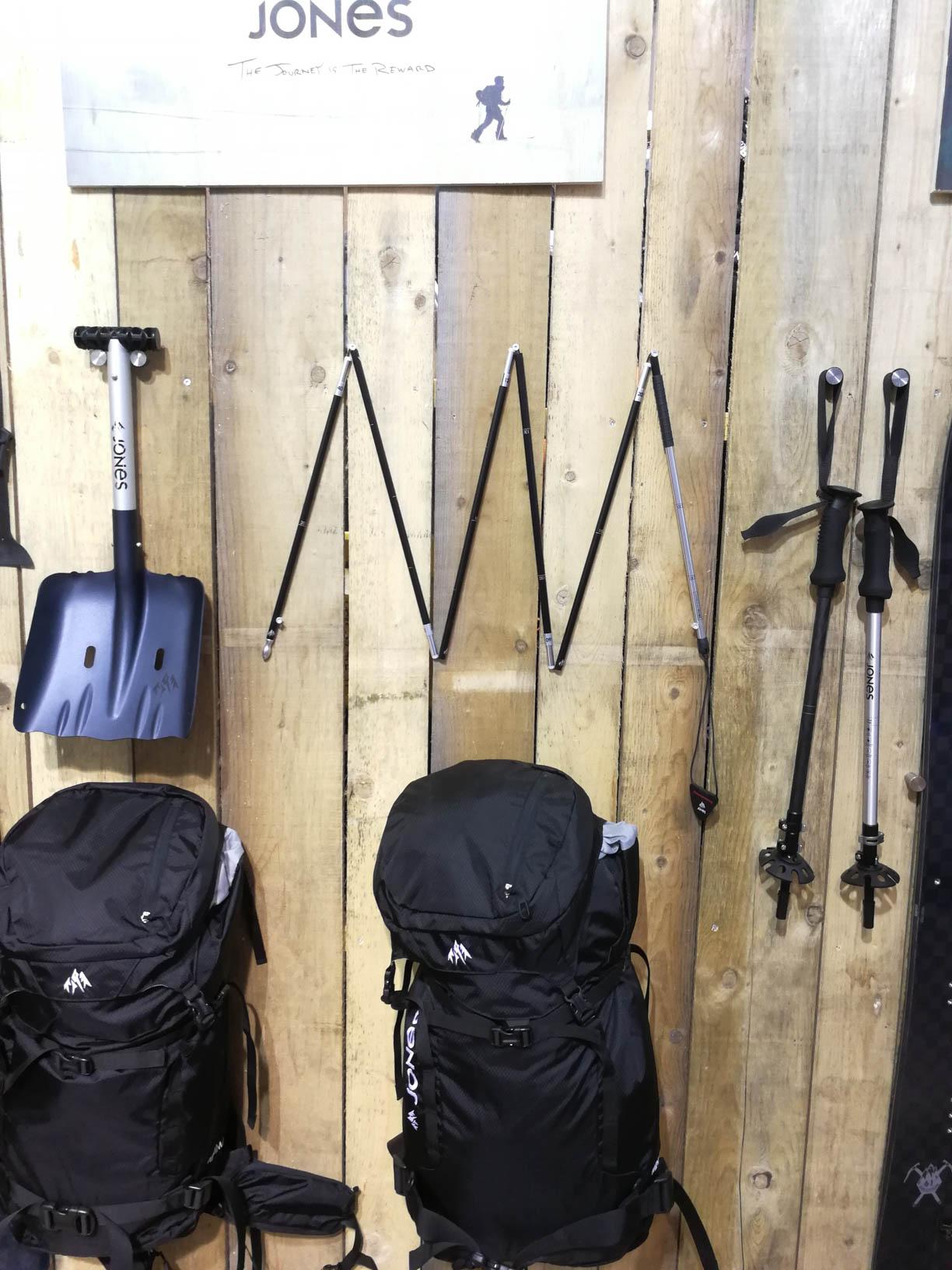 Lawinenausrüstung von Jones Snowboards: Excavator Shovel, Strike 240 Probe, Explorer Carbon