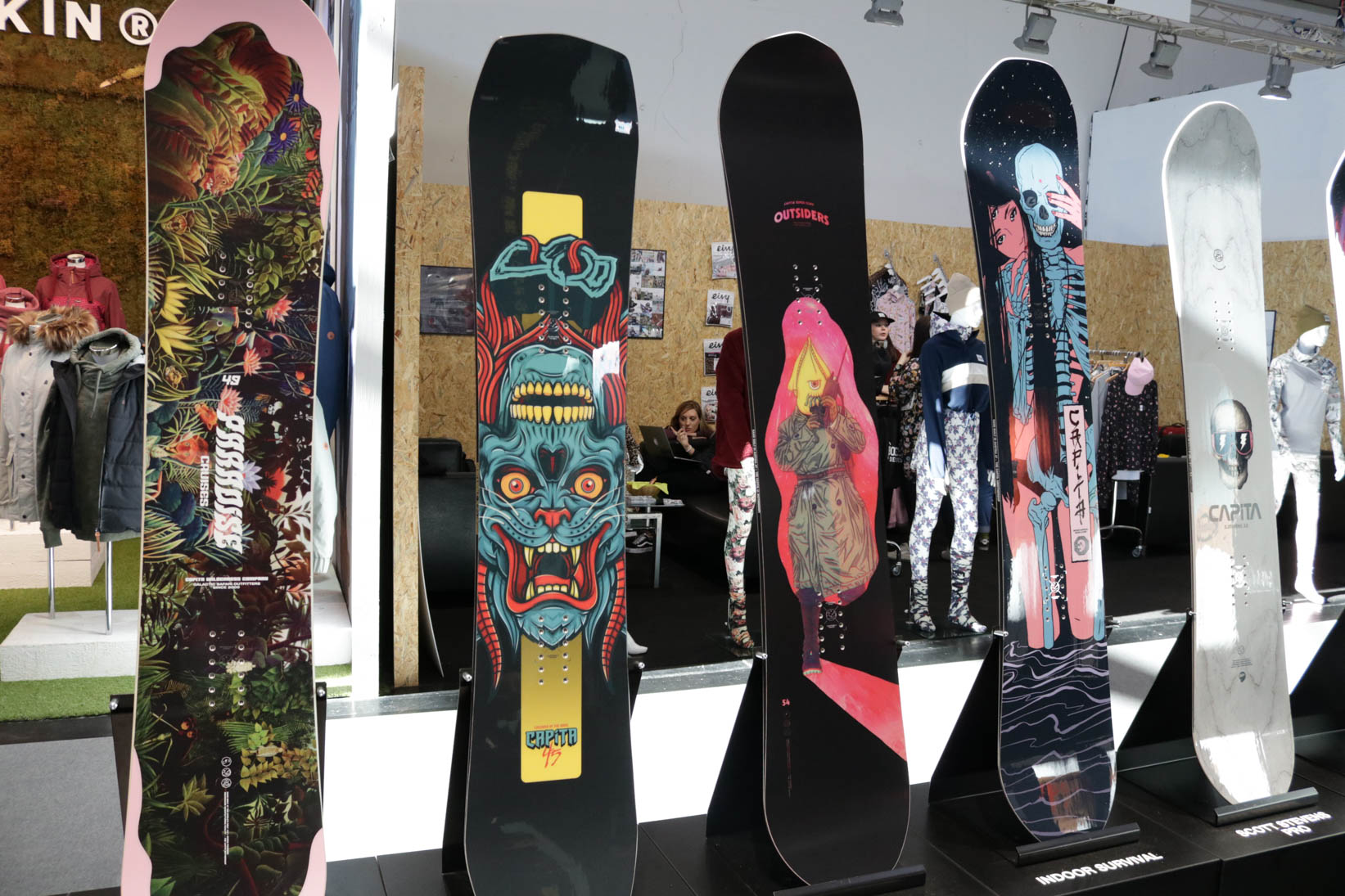Capita (links nach rechts): Paradise Cruises, Children of the Gnar, The Outsiders, Indoor Suvival, Scott Stevens Pro