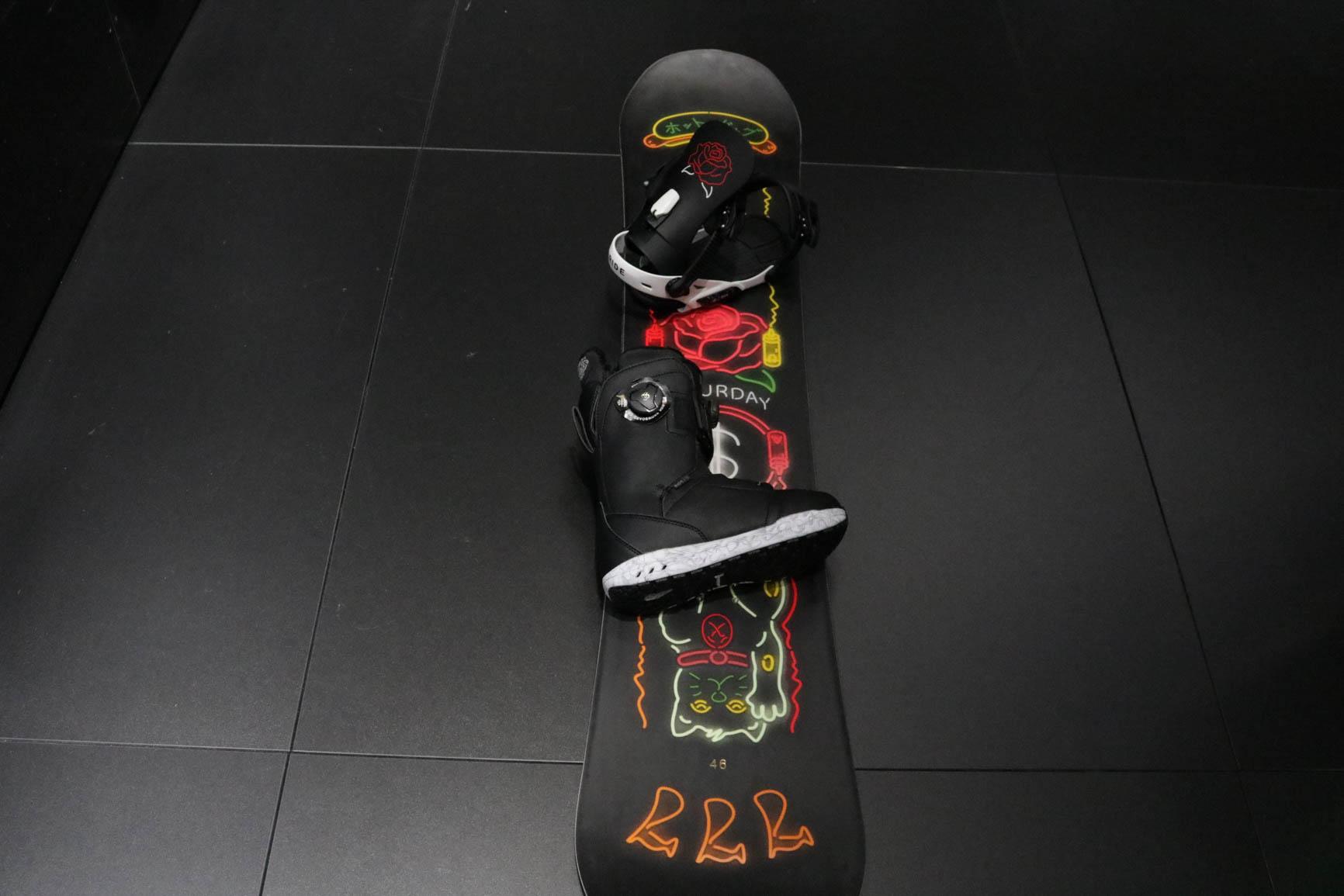 Die perfekte Kombi von Ride Snowboards für die Girls: Ride Saturday, Ride Fame Bindung, Ride Karmyn Boots