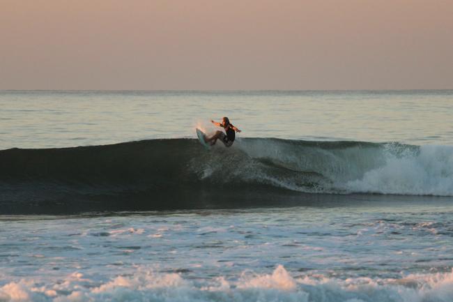 Till beim Early Morning Surf (El Salvador)