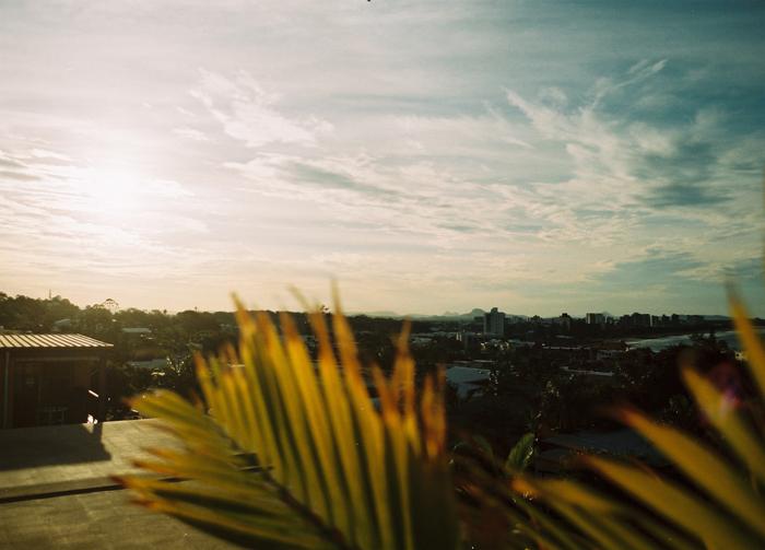 Der Blick über Alexandra Headland (Sunni Coast) von meiner Dachterrasse. 30 Sekunden mit dem Skateboard zu einem 1A Righthand – Point.
