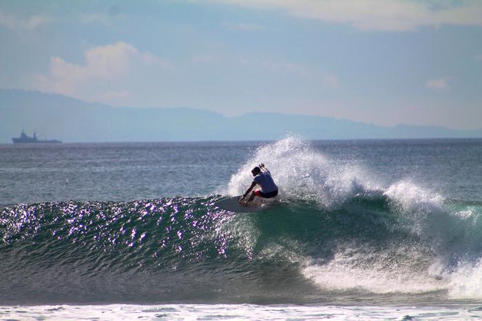 Keramas in Perfection. Eine der besten Wellen, die ich soweit gesurft bin. Schnell, hohl und voller Menschen. Nur Luke Egan störts nicht!