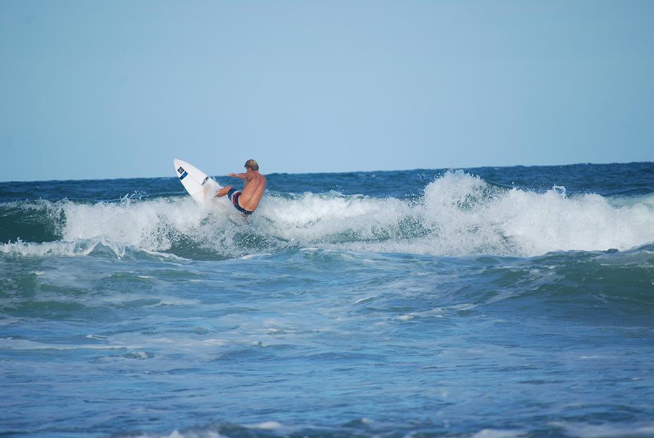 Ein ganz normaler Tag an der Sunshine Coast. Heftiger Wind und 1 Fuß Onshore. Wie ich das geliebt habe.